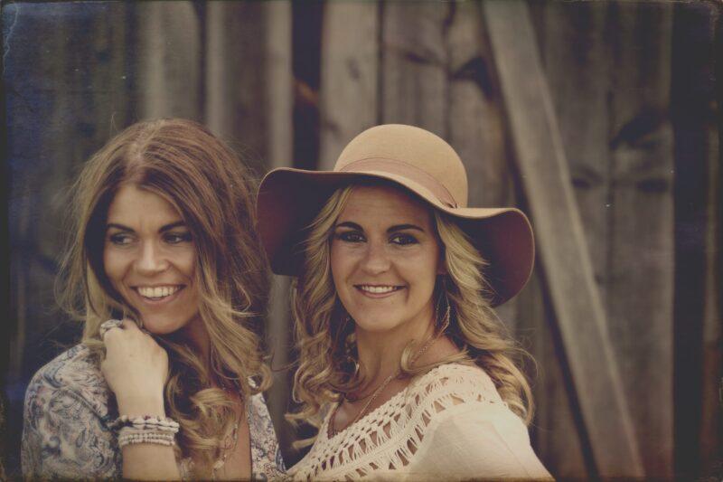 Enderlin Chicks, Enderlin Schwestern